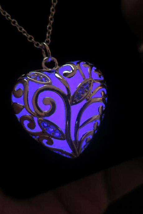 Free Shipping Purple Glow in the dark Legend of Zelda Heart Necklace, Zelda Heart Necklace, Zelda Heart Pendant, Heart Pendant, Halloween gift